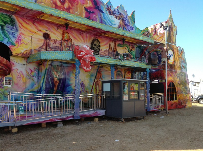 Treno fantasma 12 major rides spring amusements for Piani casa giamaica